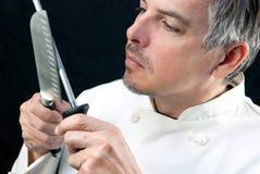 Chef-kok Sharpens Knife Stock Foto's
