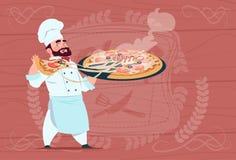 Chef-kokcook Holding Pizza Smiling Beeldverhaalleider in Wit Restaurant Eenvormig over Houten Geweven Achtergrond stock illustratie