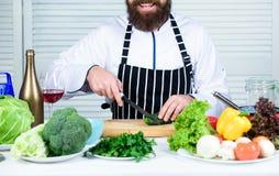 Chef-kokmens in hoed Geheim smaakrecept Het op dieet zijn en natuurvoeding, vitamine Het gezonde voedsel koken vegetariër Rijpe c royalty-vrije stock fotografie