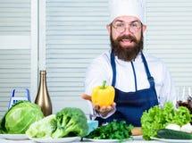 Chef-kokmens in hoed Geheim smaakrecept Het op dieet zijn en natuurvoeding, vitamine Het gezonde voedsel koken vegetari?r Het beg royalty-vrije stock afbeelding