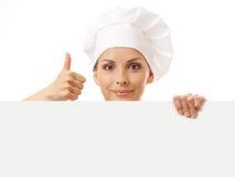 Chef-kokvrouw met lege raad voor haar Stock Afbeelding
