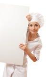 Chef-kokvrouw met lege raad voor haar Stock Fotografie