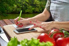 Chef is making notes in the recipe Royalty Free Stock Photos