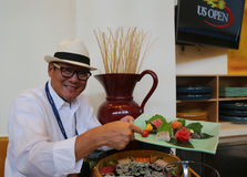 Chef Masaharu Morimoto de fer pendant la prévision d'échantillon de nourriture d'US Open à New York Photos stock