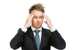 Chef med stängda ögon som sätter händer på huvudet royaltyfria foton