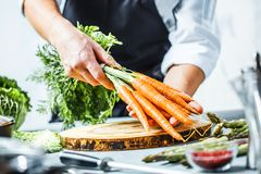 Free Chef Prepares Vegetables To Cook In The Restaurant Kitchen Royalty Free Stock Photos - 125096518