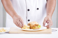 Chef preparing a burger Royalty Free Stock Images