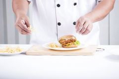 Chef preparing a burger Royalty Free Stock Photos