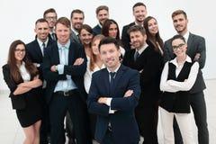 Chef se tenant devant une équipe de grande entreprise Image libre de droits