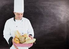 Chef tenant le divers type de pain de pain image stock