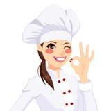 Chef-Woman Gesturing Okay-Zeichen Lizenzfreie Stockfotos