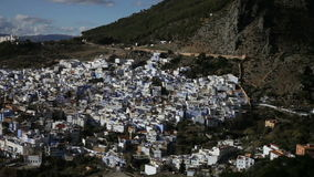 Chefchaouen de blauwe stad in Marokko stock videobeelden
