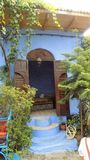 CHEFCHAUEN-πόρτα χαρακτηριστικός-Μαρόκο στοκ φωτογραφία