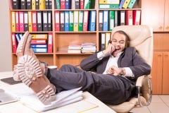 Chefe africano da gritaria no escritório Imagem de Stock