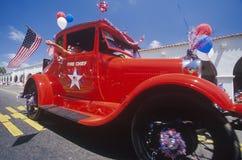 Chefe dos bombeiros antigo do carro na parada do 4 de julho, Ojai, Califórnia Foto de Stock
