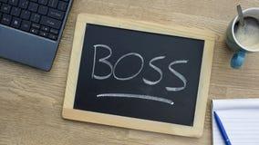 Chefe escrito no escritório Imagens de Stock