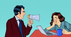 Chefe irritado Screaming no megafone na mulher no escritório Pop art ilustração stock
