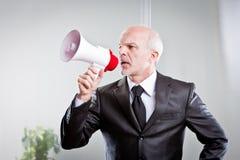 Chefe que dá ordens a seus empregados Fotos de Stock