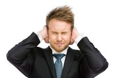 Chefen med stängda ögon stänger hans öron Royaltyfri Foto