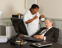 chefen ta sig en tupplur att ta Fotografering för Bildbyråer