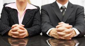 Chefer intervjuar kandidaten för jobb royaltyfri foto