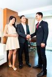 Chefhälsninggäster i asiatiskt hotell Arkivfoton
