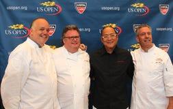 Chefs de célébrité David Burke, Tony Mantuano, Masaharu Morimoto et Jim Abbey pendant la prévision d'échantillon de nourriture d'U Photographie stock libre de droits
