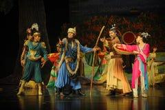 Chefs et lune de ballet d'aînés-Hui au-dessus de Helan Images libres de droits