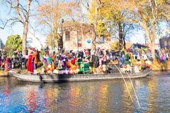 A chegada de St Nicholas Sinterklaas imagens de stock