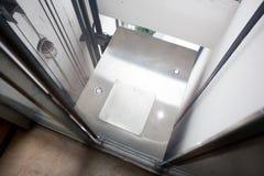 Chegada do elevador imagens de stock royalty free