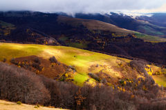 Chegada do inverno nas montanhas Fotografia de Stock Royalty Free