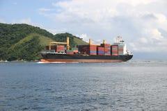 Chegada do navio de carga Imagem de Stock