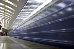 Chegada subterrânea do trem foto de stock royalty free