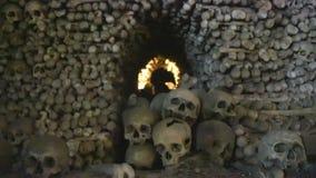 CHEH-REPUBLIK, KUTNA GORA - 15 JENUARY 2017: Den berömda ossuaryen, kyrkan, som står på benen, var allt stock video