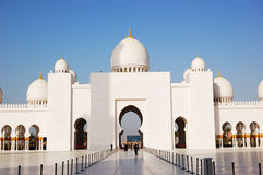 Cheik Zayed Grand Mosque pendant le coucher du soleil Photo libre de droits