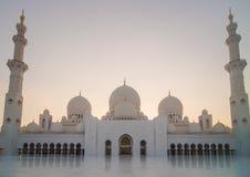 Cheikh zayed den stora moskén i Abu Dhabi Royaltyfria Foton