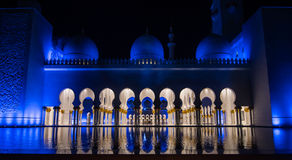Cheikh zayed great mosque in Abudhabi. One of the wonderful edifices built in uae a touristic and spiritual destination for architecture lovers, and by night as Stock Photo