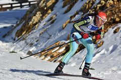 Cheile Gradistei, Roamania - 30. Januar: Unbekannter Konkurrent in IBU Youth& Junior World Championships Biathlon lizenzfreie stockbilder