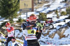 Cheile Gradistei, Roamania - 30. Januar: Unbekannter Konkurrent in IBU Youth& Junior World Championships Biathlon stockfoto