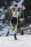 Cheile Gradistei, Roamania - Januari 30: Okänd konkurrent i IBU Youth& Junior World Championships Biathlon Royaltyfri Fotografi