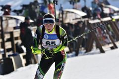 Cheile Gradistei, Roamania - Januari 30: Onbekende concurrent in IBU Youth& Junior World Championships Biathlon Royalty-vrije Stock Fotografie