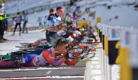 Cheile Gradistei, Roemenië - Januari 24: Onbekende concurrent in IBU Youth& Junior World Championships Biathlon vierentwintigste stock foto
