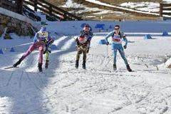 Cheile Gradistei, Romania - 30 gennaio: Concorrente sconosciuto in IBU Youth& Junior World Championships Biathlon ventiquattresim Fotografie Stock Libere da Diritti