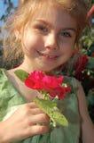 Cheirando uma rosa Fotografia de Stock