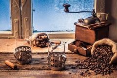 Cheiro do café recentemente grinded Fotografia de Stock Royalty Free