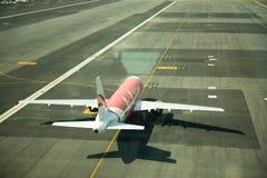 Chek Lap Kok, Hong Kong - 4 avril 2014 : Vol d'Air Asia au chéri photo stock