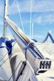 Chekel веревочки на починке заграждения mainsail стоковые фото