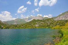 chelek βουνά λιμνών sary Στοκ εικόνα με δικαίωμα ελεύθερης χρήσης
