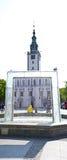 Chelmno城市广场白色教会 库存照片