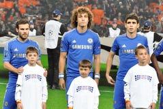 Chelsea与孩子的橄榄球队 免版税图库摄影